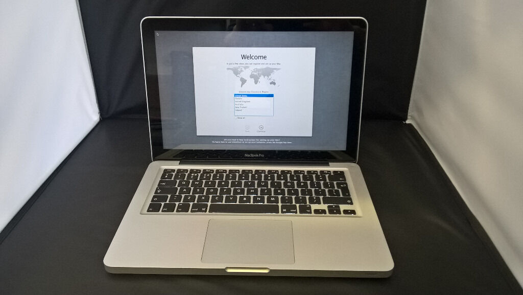 "Apple Laptop Macbook Pro 13.3"" Intel Core i5 8GB RAM 1TB HD"