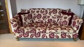 3.5 Seater sofa in excellent condition red/cream fabric.