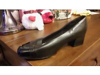 Womens Small Heel shoes Size 7