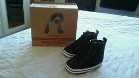 Replay crib shoes size 2