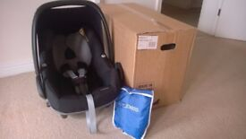 Maxi Cosi Pebble Car seat (from 0-12 months) with new born insert