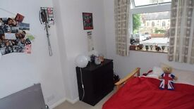 Small double bedroom in split-level flat, central Tonbridge