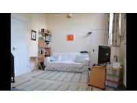 Room to rent in a professional flat share