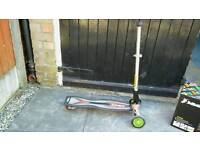 Drift style scooter/skateboard with handle