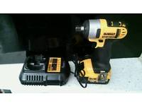 Brand new dewalt 18v impact wrench Dcf880m2 with 4AH batrery and charger