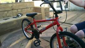 Kids bmx age 6-9. Only used 3'times