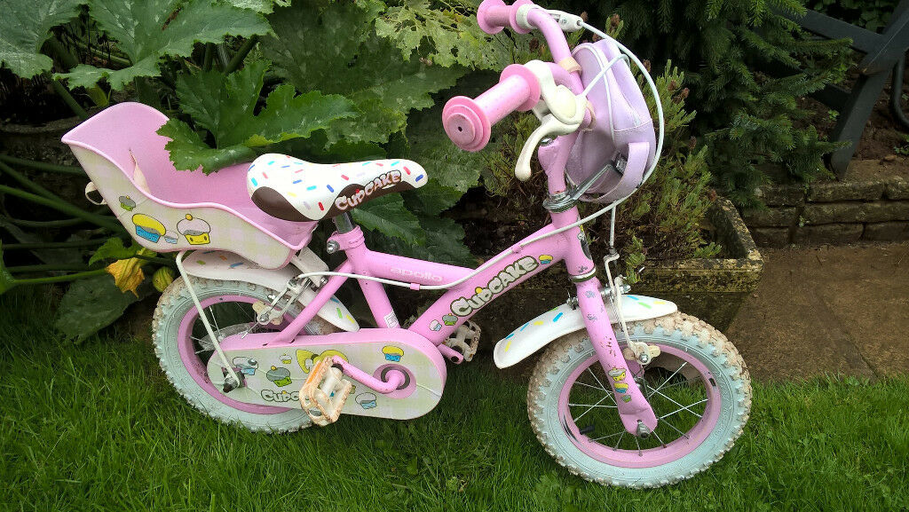 Girls pink Apollo cupcake bicycle
