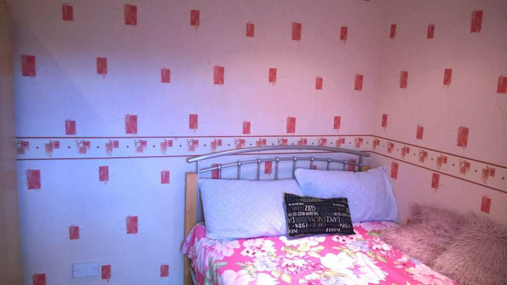 A Big room with attached Bathroom available in Slough