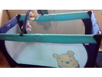 Hauck winnie the pooh play n dream travel cot with extra mattress