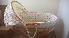 MOSES BASKET AND FOLDABLE STAND