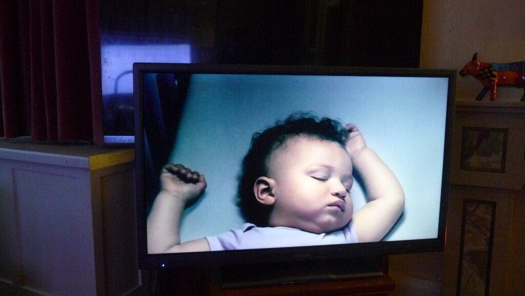 HITACHI 32 INCH TV WITH FREEVIEW