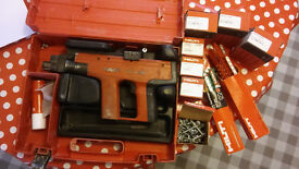 HILTI DX 450 Nail Gun with case, nails,bulletts used