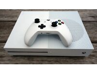 Xbox One S - 2 Controllers - Games - Like New