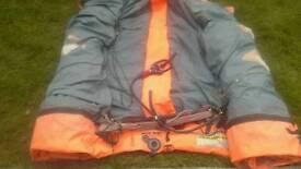 Kitesurfing 16 m cabrihna.