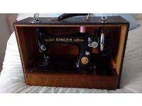 VINTAGE SINGER SEWING MACHINE in original case