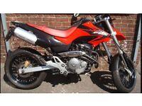 Honda FMX650 red black super moto excellent bike