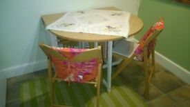 Dining Room Table & Four Chairs - Collapsable table