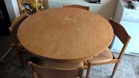 Table and 4 chairs (Extendable)