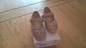 Clarks girl leather shoes (size 5 F) in excellent condition £5