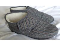 BRAND NEW, Men's fleece-lined slippers / bootees. Side 9 (43). Wide fitting. Easy fastening.