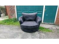 Excellent condition black swivel chair. Can deliver