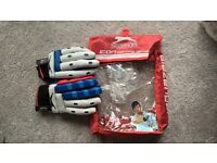 Cricket bat, gloves & pads for young teenager