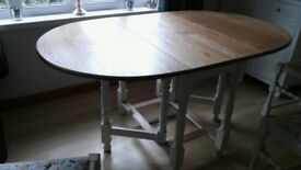 JAYCEE OAK TABLE & 4 CHAIRS PAINTED IN ANNIE SLOAN WITH RECOVERED SEAT PADS & 2 ADDITIONAL CHAIRS