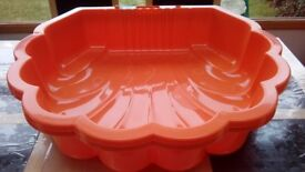 Sand pit and water shell 2 pieces ORANGE