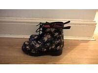 Cherokke girls shoes