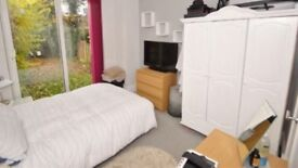 Beautiful studio flat avail 30/4/18. 12 month contract £450/month