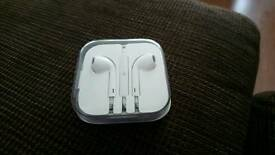Apple EarPods lightning bolt connector £20 ono