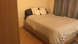 ONE COOL DOUBLE ROOM 5 MINUTES TO DOLLIS HILL STATION AND 8 MINUTES TO NEASDEN STATION - NW10 2UY