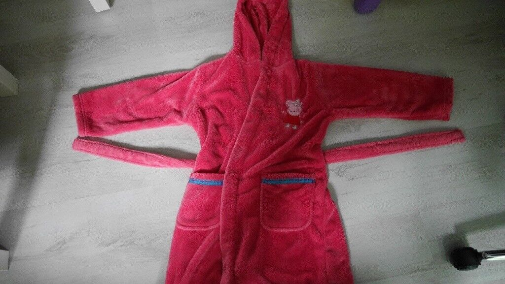 Peppa pig dressing gown, age 6-7   in Rochester, Kent   Gumtree