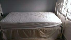 Complete SINGLE BED DIVAN + Sheets