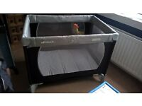 Hauck travel/play cot