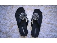 NEW Ladies size 7 Black toe post flat shoes