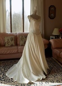 Reduced - Elegant Wedding Ballgown, Ivory, excellent condition