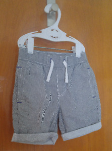 Short, taille 3-4 ans, marque H&M, NEUF