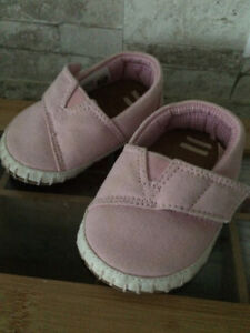 Tiny TOMS Crib Shoes - Size US 3
