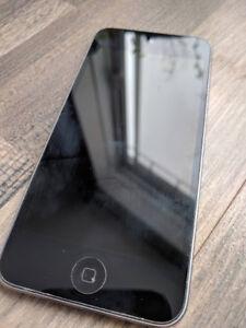 iPod Touch 5ème Génération (argent) comme neuf!