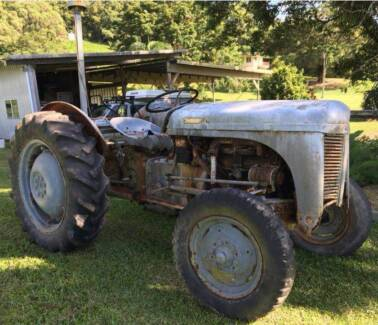 2x TEA20 Massey Ferguson Tractor for restoration