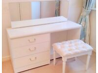 WHITE DRESSING TABABLE MIRROR TREE DRAWERS AND STOOL*U UNTOUCHED* - LOCAL FREE DELIVERY
