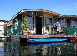 Houseboat Wanted, trade for Prevost bus conversion