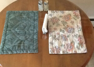 Various SETS of PLACEMATS &TABLECLOTH See all pics  GREEN TABLEC