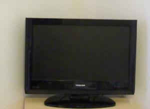 Téléviseur Toshiba à écran plat 19 pouces