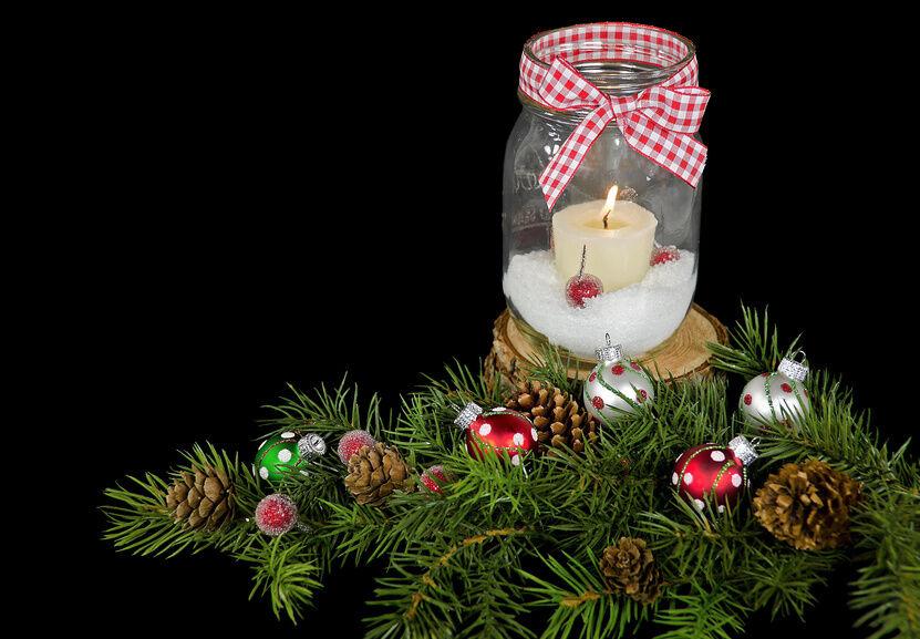 Fun craft ideas make christmas decorations with mason for Christmas table decorations using mason jars