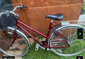 Ladies Classic Raleigh Freedom 400 Hybrid/City Bicycle 20'' Frame with Accessories Ready to Ride