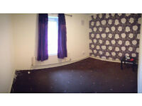 5 large single and double rooms available in Mile End