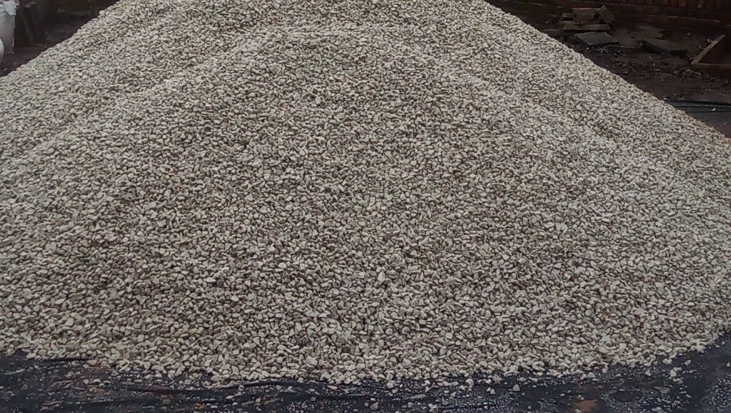 How Much Is A Ton Of Gravel >> 20 Mm Limestone Gravel Loose Price Per Ton Including Local Delivery In Old Trafford Manchester Gumtree