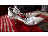 Brand New in Box,Satin Ivory Mid Heel Size 7 Wed/Prom Shoes strappy pearl, Diamonesque, Shamballa